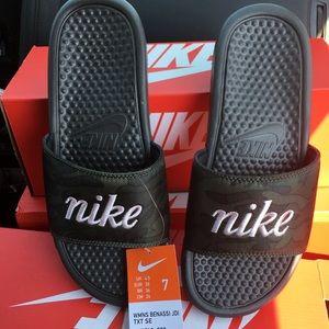New Nike women's 7 camouflage Benassi Slides